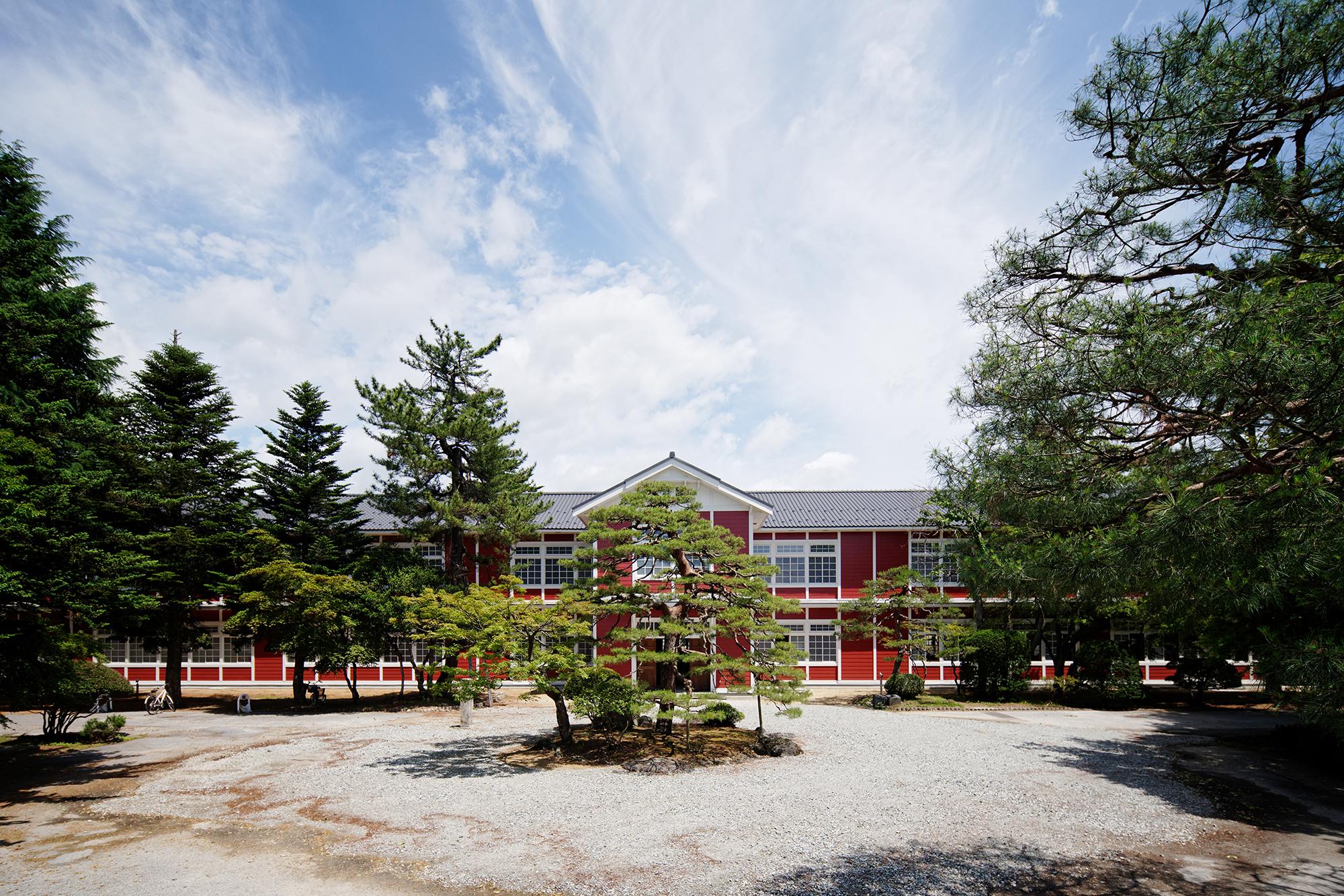 地域の人々の記憶を連綿と継承する木造校舎